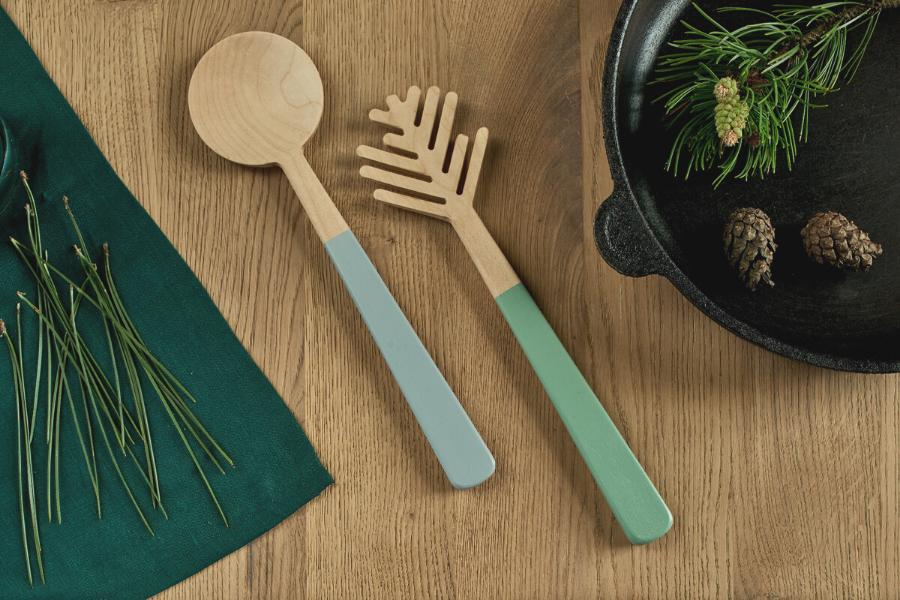 Salatbesteck aus Holz für die Küche