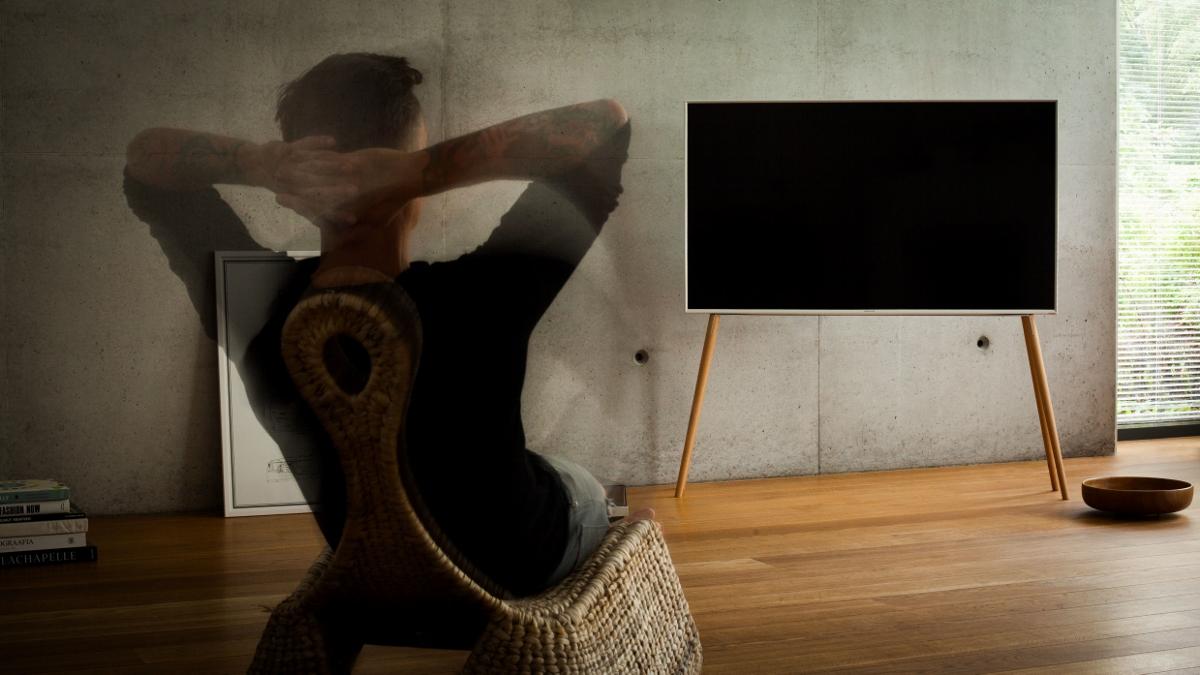 TV-Ständer JALG aus Holz Design