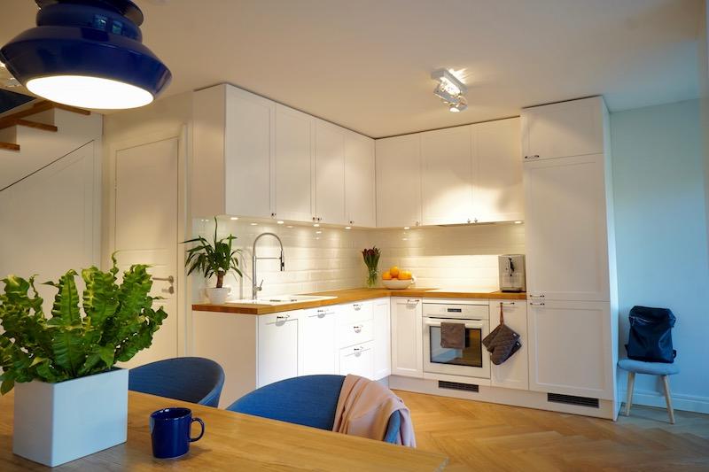 Elegant Offene Küche In Weiß Skandinavisch Einrichten