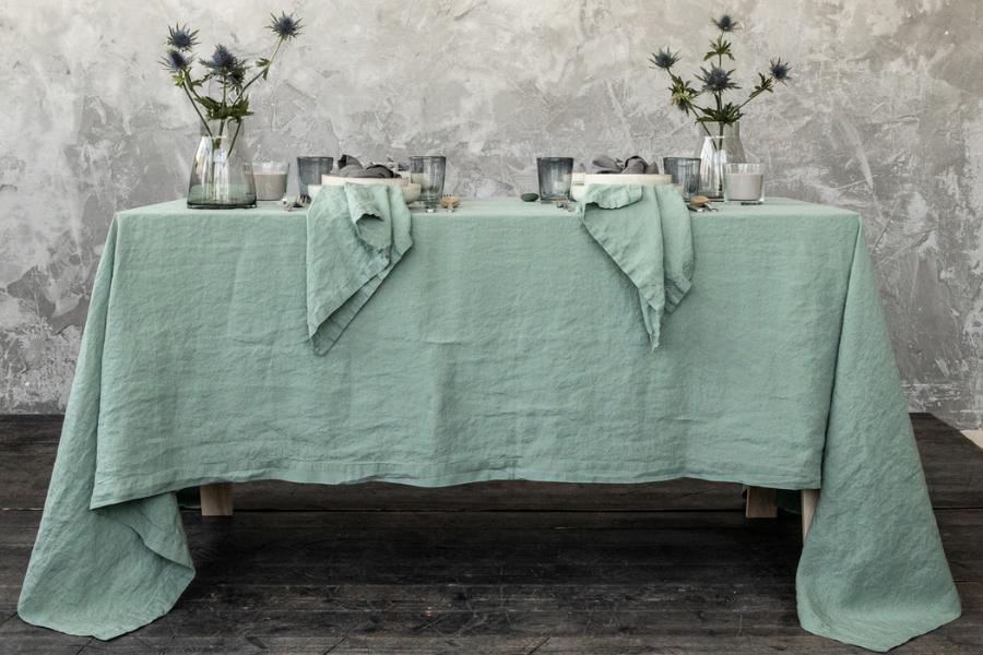 Tischdecke aus Leinen im schlichten skandinavischen Look