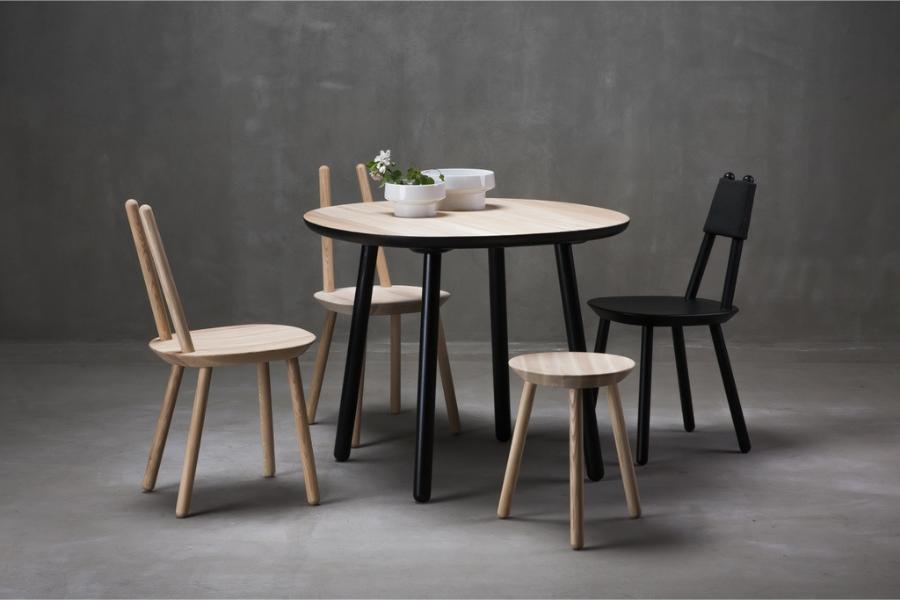 Tisch und Stühle aus Holz von Ecko