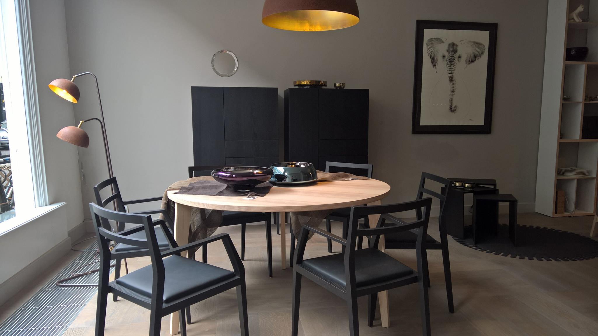 Runder Tisch Massivholz Einrichtungsidee Küche und Esszimmer