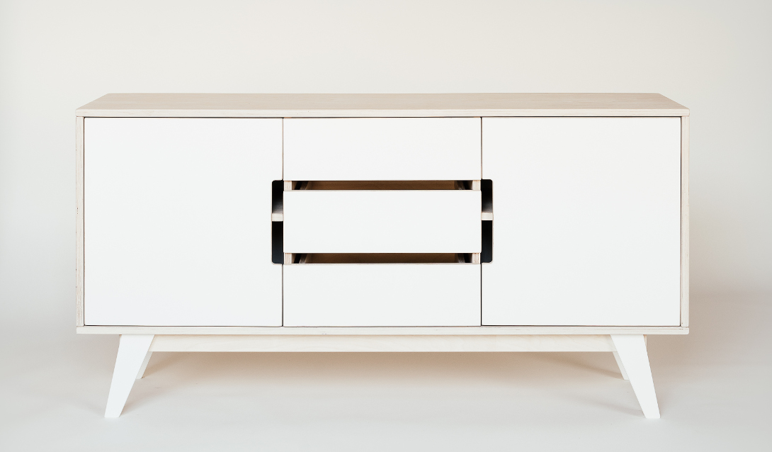 https://cdn-assets.versacommerce.de/balticdesignshop_versacommerce_de/mediafiles/images/Radis_HUH_sideboard_with_drawers_white_oiled_white_painted_small_reso.jpg?1460488351