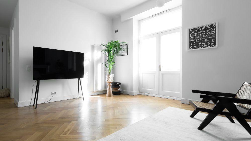 TV-Ständer aus Holz für XL Flachbildschirme