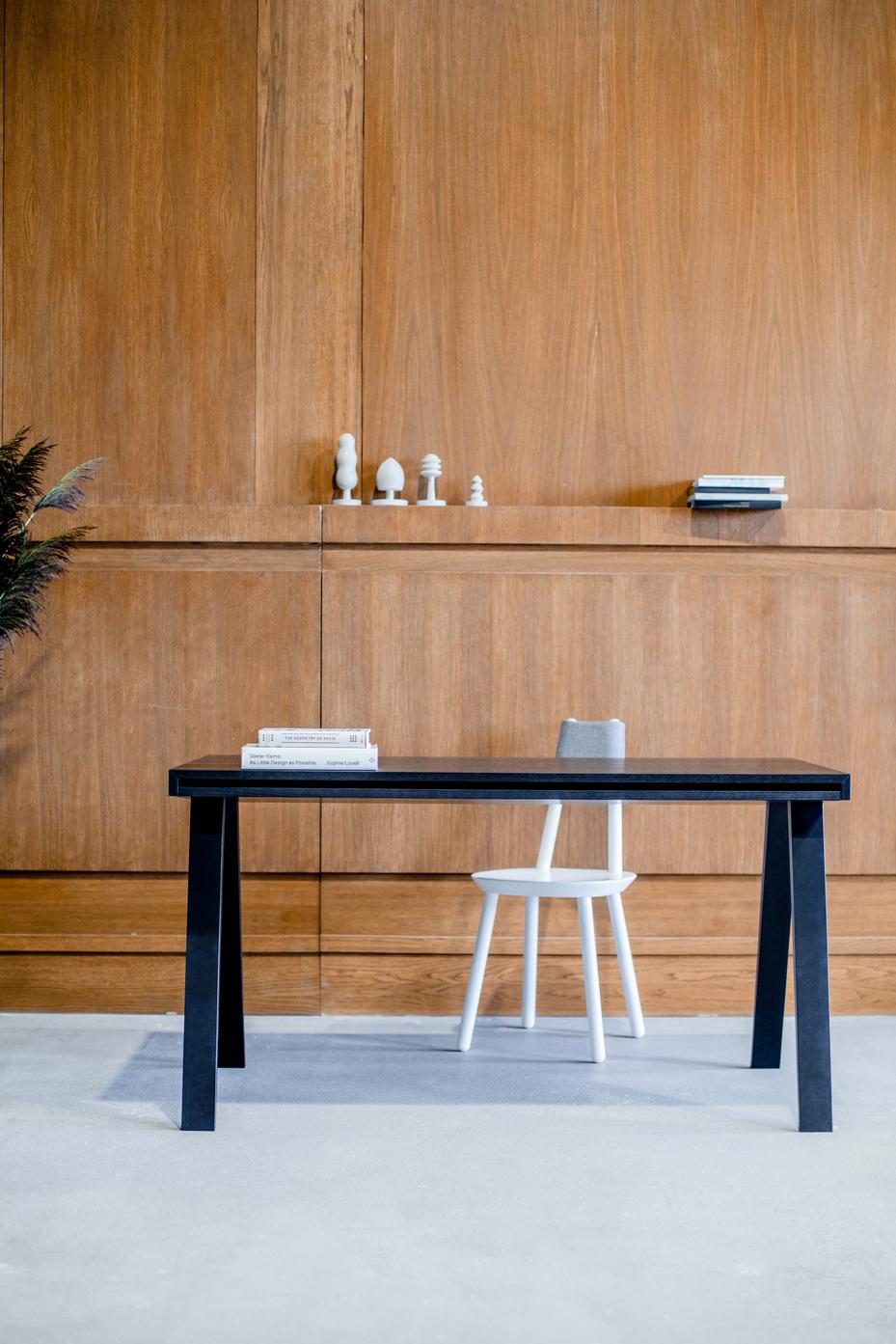 Schreibtisch schwarz Holz Design 4.9