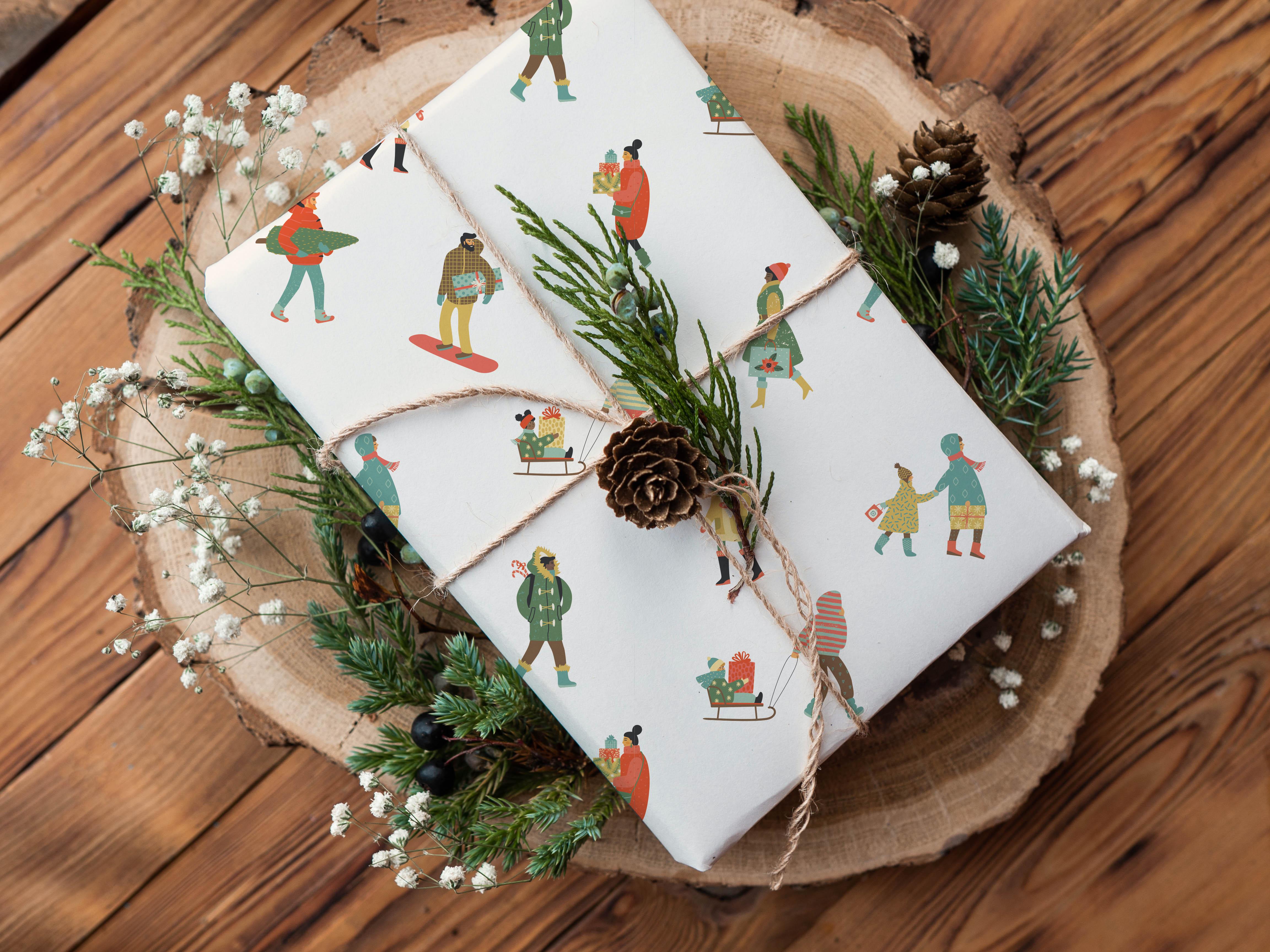 Umweltfreundliches Geschenkpapier| Geschenke nachhaltig einpacken mit Naturmaterialien wie Zweige und Tannenzapfen dekorieren.