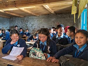 Klassenzimmer in Schule des Ortes Bung