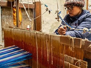 Textilherstellung aus Brennessel-Rohstoff in Cheskam
