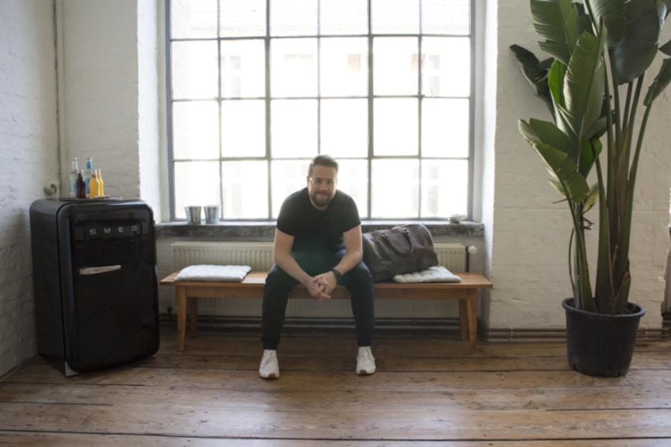 Foto: Michael mit seinem Weekender im Studio