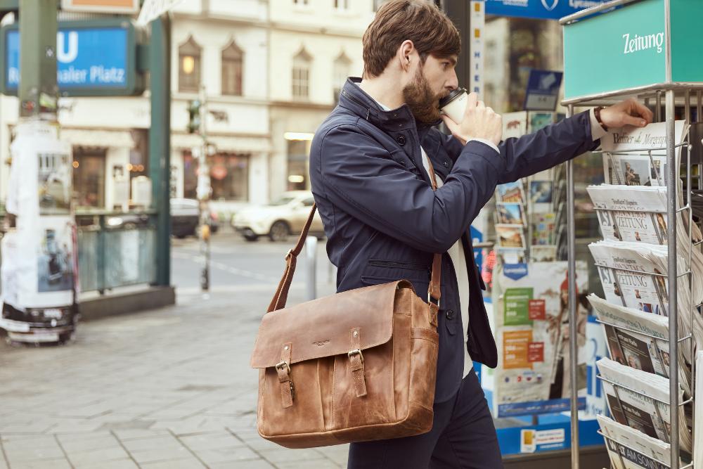 Herren Umhängetaschen aus Premium Leder - HOLZRICHTER Berlin