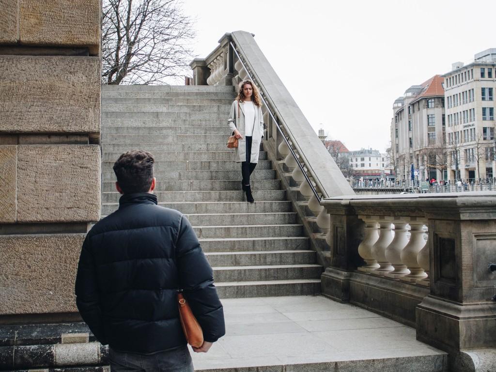 HOLZRICHTER Berlin Shooting Damen an der Museumsinsel