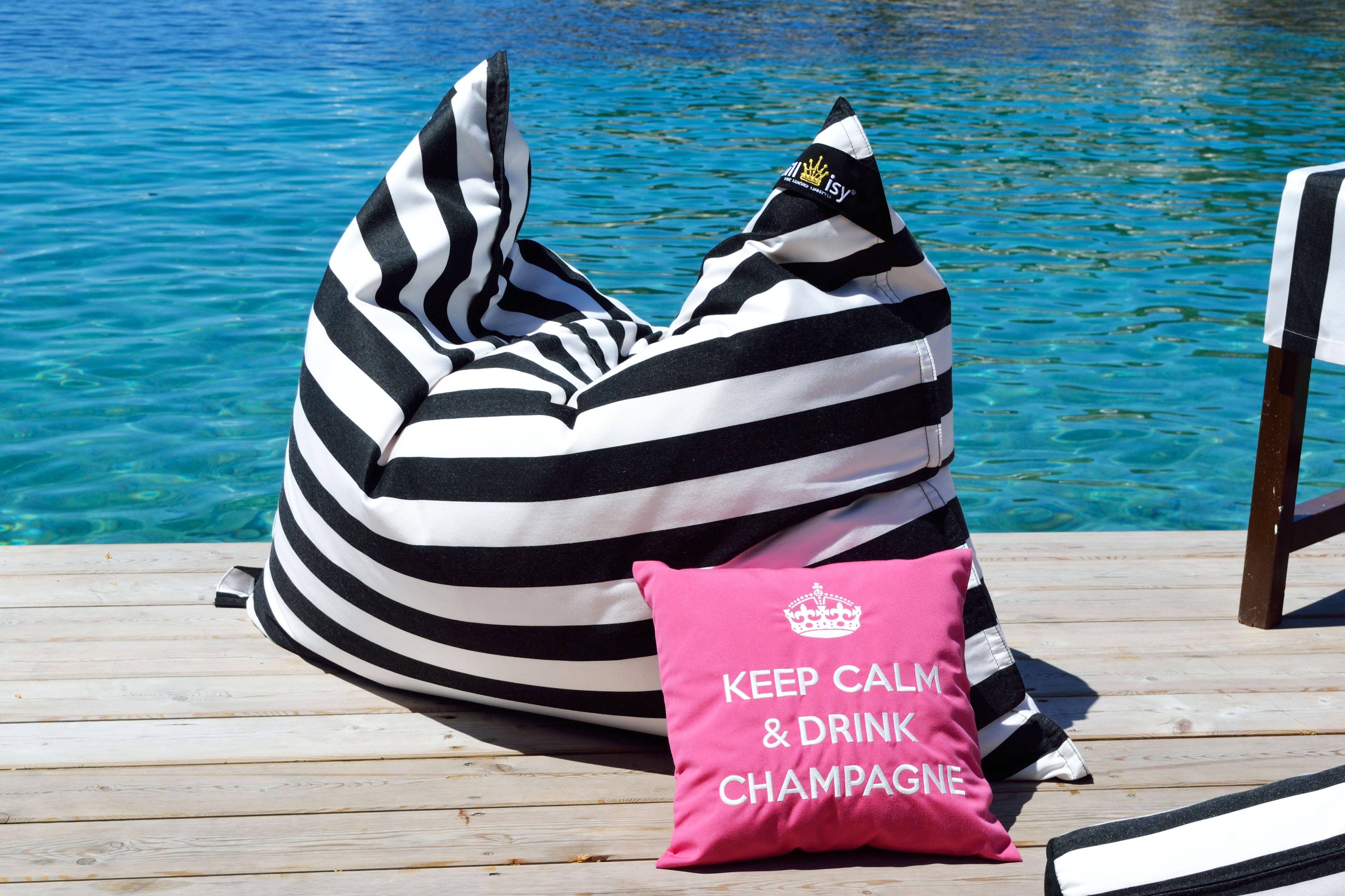 Sitzsack Yacht im schwarz weißen Streifen Design