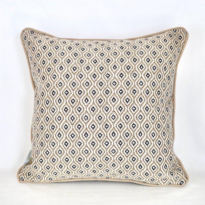 Kissen Kollektion In & Out mit Komo Raffia Textil von Sunbrella