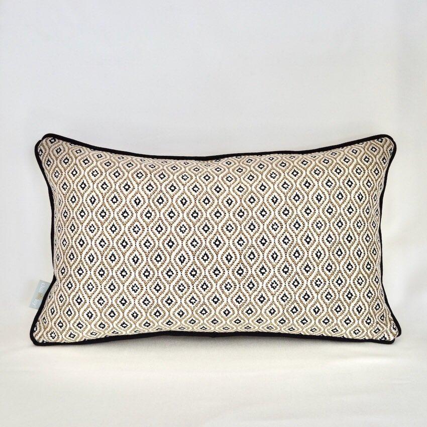 Kissen Kollektion In und Out mit Komo Raffia Textil von Sunbrella
