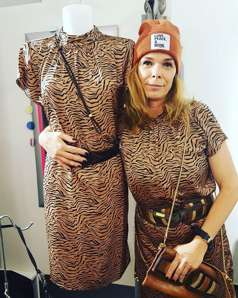 Partner in Crime - Kleid im Zebra Animal Print Look ...